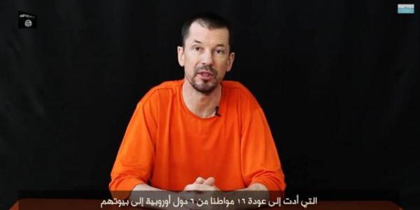 john Cantlie durante un video