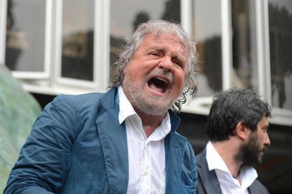 Grillo protesta contro il canone in bolletta