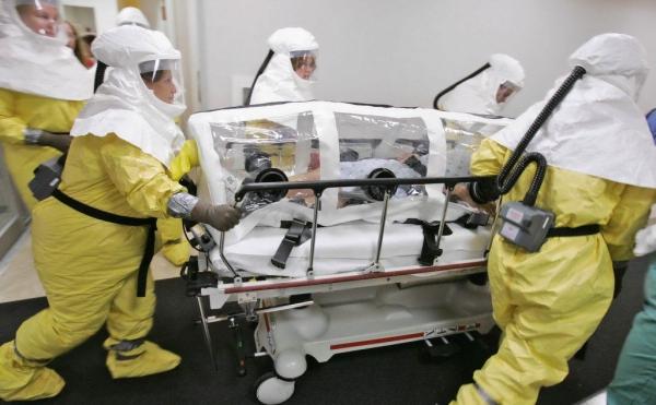 Medici al lavoro per salvare un contagiato
