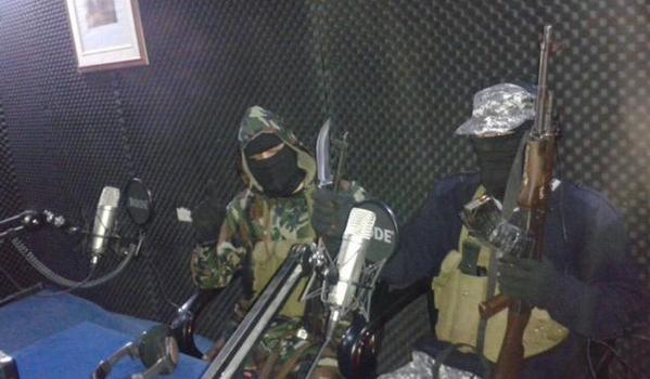Jhadisti nella stazione radio a Sirte