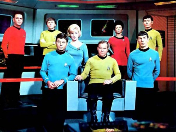 Nimoy con il cast di Star Trek.jpg