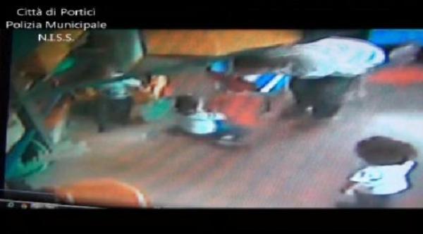 Bambini maltrattati a Portici