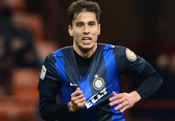 Ricky Alvarez con la maglia dell'Inter6