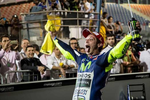 Valentino Rossi esulta a fine gara