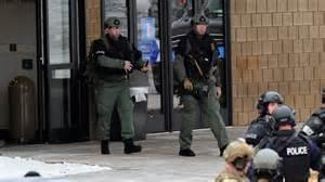 La polizia davanti la scuola nel Maryland