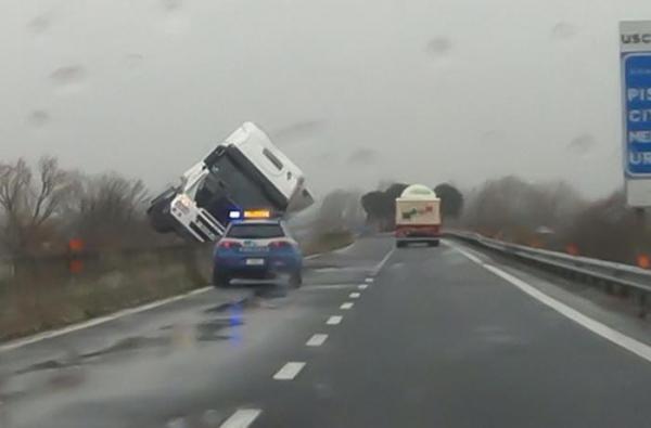 Camion ribaltato in Umbria