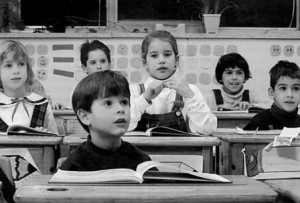 autogestione_a_scuola_-_bambini_in_classe_imagelarge