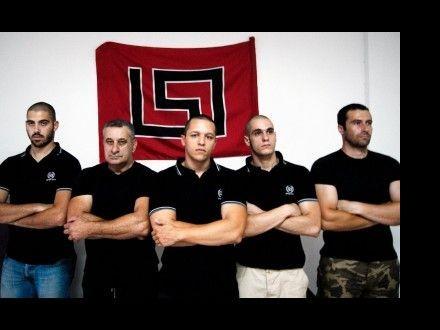 Alcuni membri di Alba Dorata, il partito neonazista che ha preso il potere sulla scena politica greca.