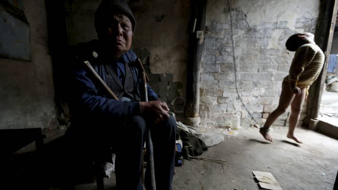 Il nonno del bambino: un anziano disabile