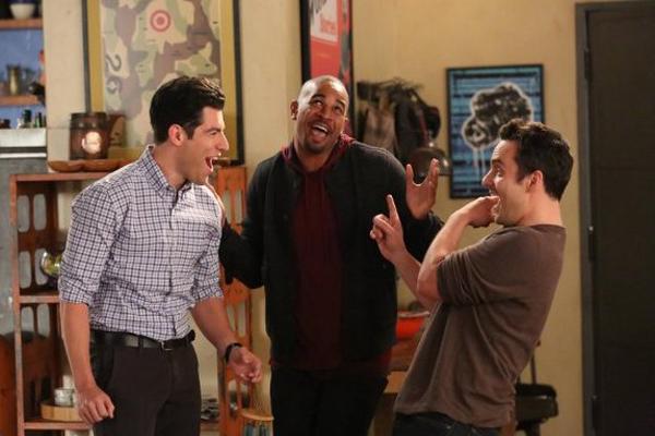 """Un gradito ritorno nel cast di """"New Girl"""": Damon Wayans Jr (al centro)"""