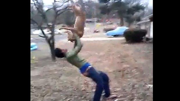 Una scena del video choc