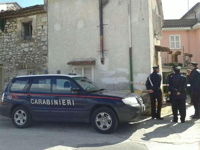 Carabinieri sul luogo del delitto  in provincia di Frosinone