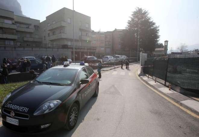Carabinieri sul luogo del delitto a Lecco