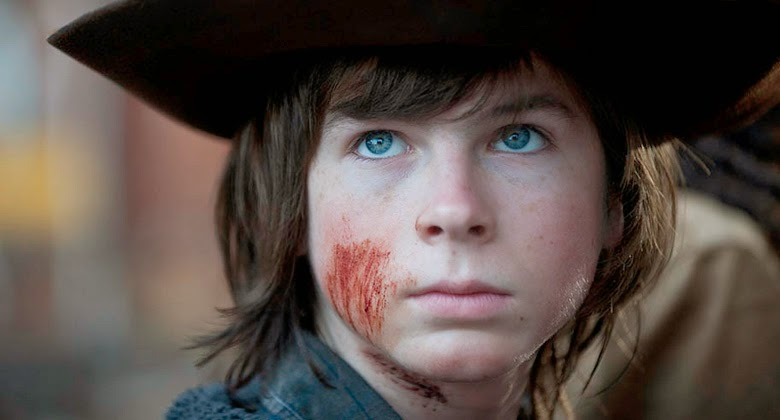"Il piccolo Carl (Chandler Riggs) è uno dei ""survivors"" protagonisti del gran finale di stagione di ""The Walking Dead"""