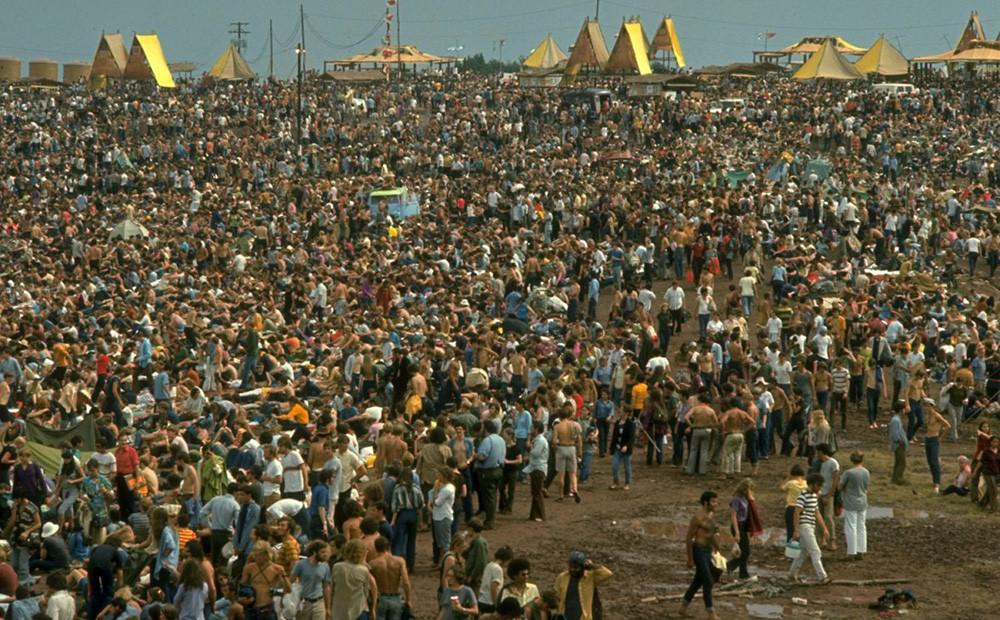Pubblico in visibilio a Woodstock in uno degli scatti inediti