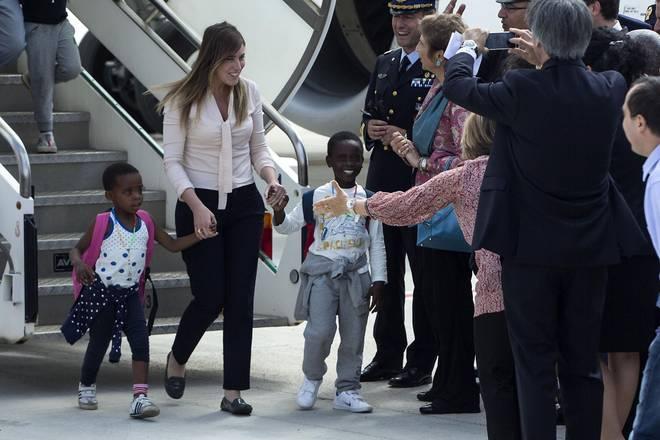 L' arrivo a Roma dei bambini, accompagnati dal Ministro Boschi