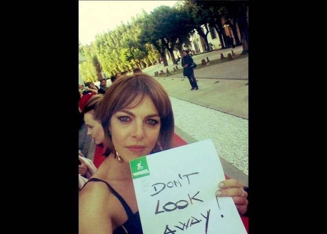 Claudia Gerini ha prestato il suo volto per la campagna ECPAT contro la prostituzione minorile in Brasile