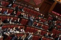 Jobs Act, arriva il sì della Camera. Lega, M5S, Fi e minoranza Pd lasciano l'Aula