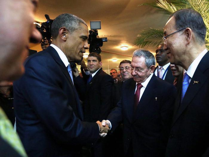Stretta di mano Obama-Castro