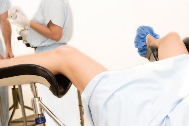 Studentesse obbligate a subire esami vaginali