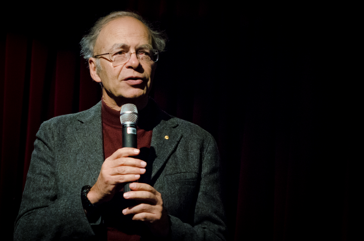 Il discusso animalista Peter Singer
