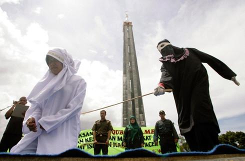 Donne frustate a Jakarta