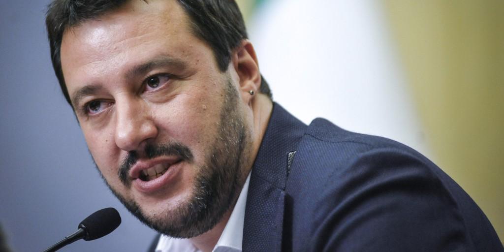 Salvini lancia una provocazione su Facebook