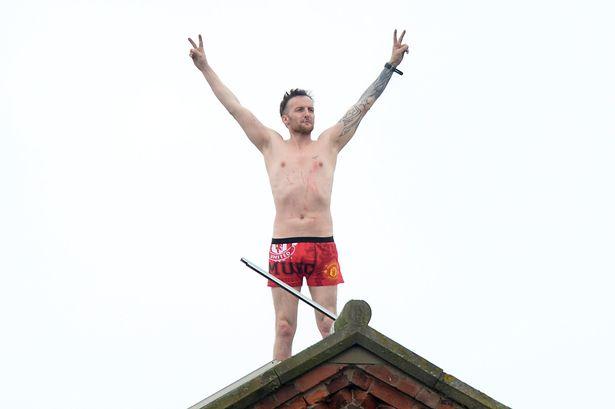 Detenuto protesta sul tetto della prigione