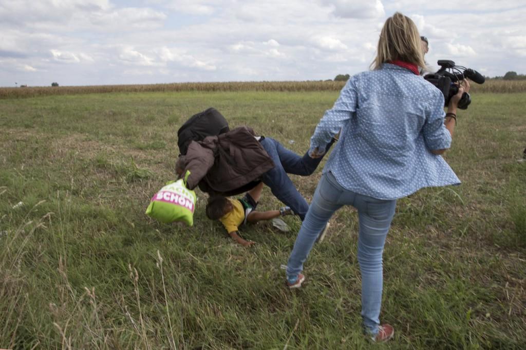 Reporter sgambetta migranti
