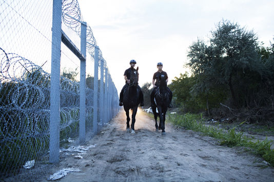 Ungheria chiude la frontiera ai migranti