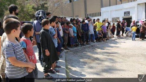 Isis obbliga bambini ad assistere alle esecuzioni