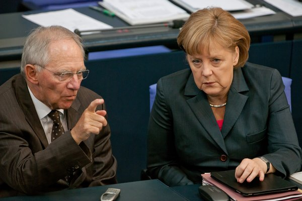 Il ministro Schaeuble attacca la Merkel sui migranti