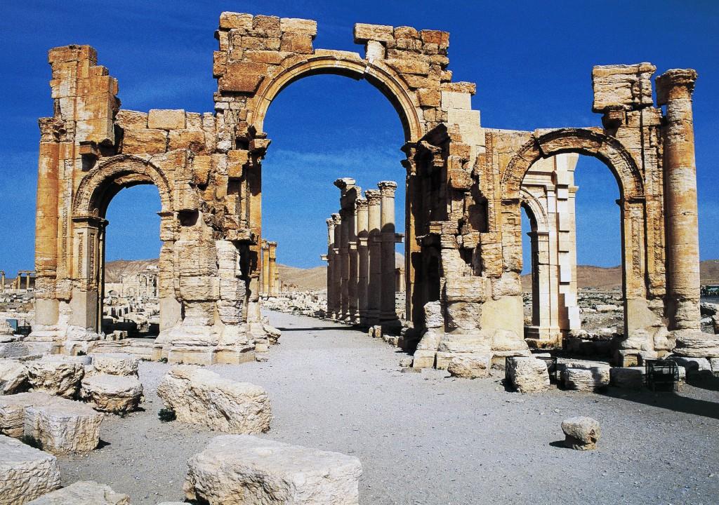Isis distrugge arco di trionfo di Palmira