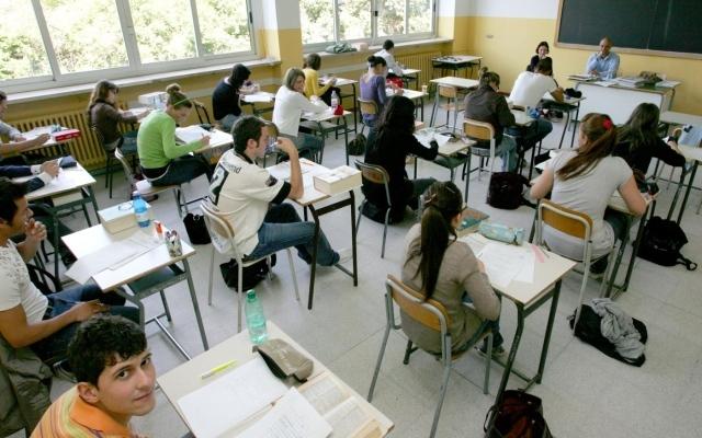 Scuola, 500 euro agli insegnanti