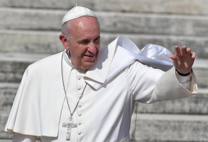 Papa Francesco ha un tumore al cervello