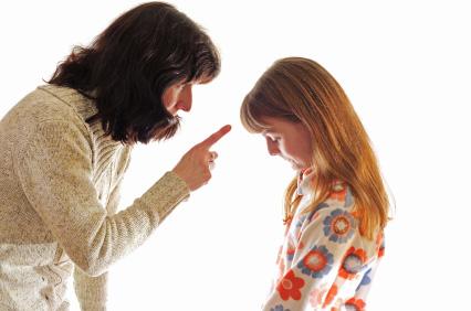 Maestra insulta bambini