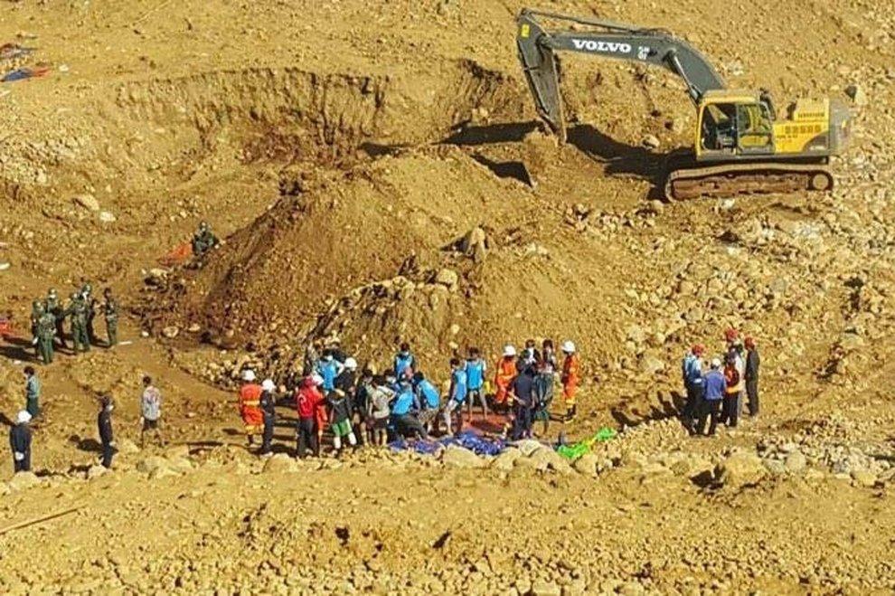 Frana in una miniera in Myanmar