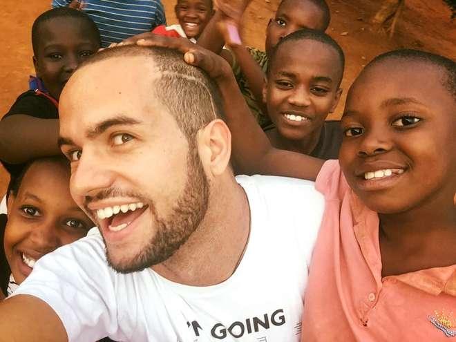 """Andrea Caschetto è guarito da un tumore al cervello e """"rinasce"""" con i suoi viaggi in Africa"""
