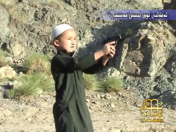 Bambino 12enne fugge dal campo di addestramento per kamikaze