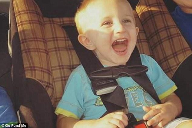 Genitori abbandonano il figlio di 2 anni in una roulotte