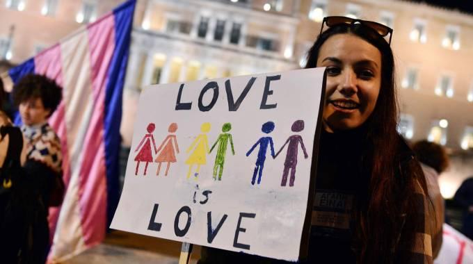 Grecia legalizza unioni omosessuali