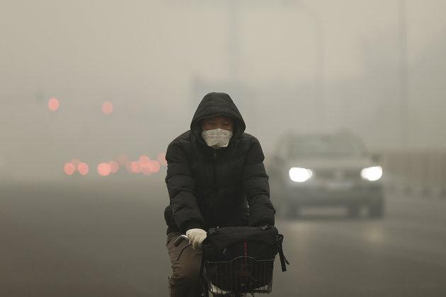 Pechino lancia allarme rosso inquinamento