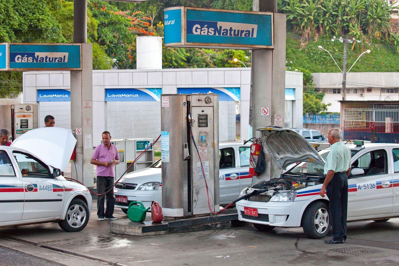 Turista dimentica la moglie alla stazione di benzina