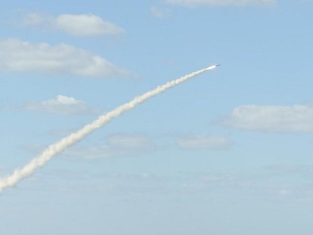 Gazza lancia razzi contro Israele