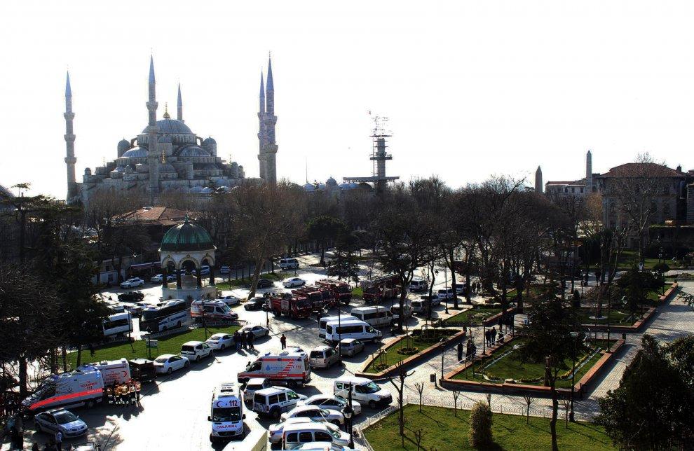 Istanbul, esplosione nel cuore della città ad opera di un kamikaze