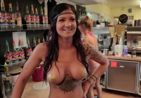 USA, cameriere mezze nude in un bar a Spokane