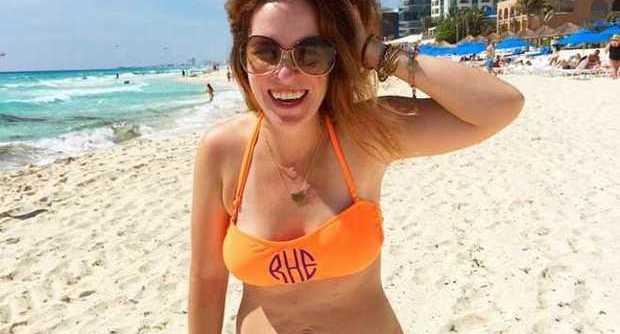 Il marito pubblica una sua foto in bikini. L'immagine è diventata subito virale