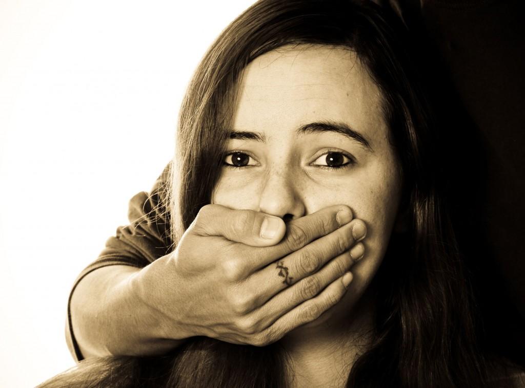 Marocchino rapisce fidanzata