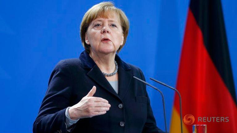 Merkel annuncia leggi severe migranti