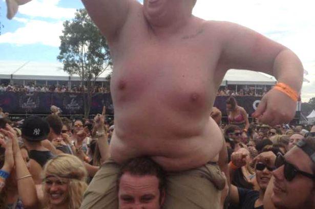 Ragazzo obeso viene umiliato sui giornali
